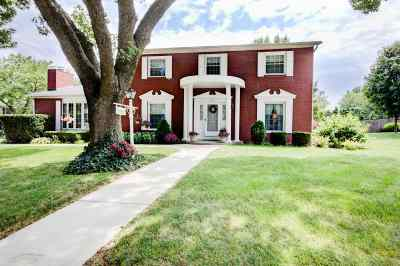 Bettendorf Single Family Home For Sale: 1131 Bunker Hill