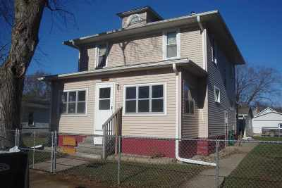 Clinton Single Family Home For Sale: 438 3rd Ave N