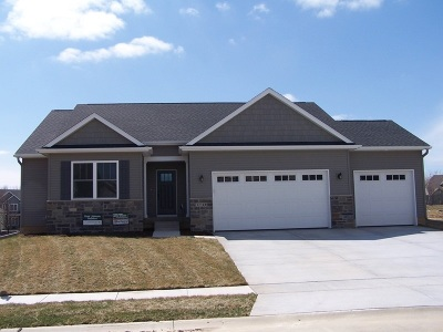Bettendorf Single Family Home For Sale: 5710 Texas
