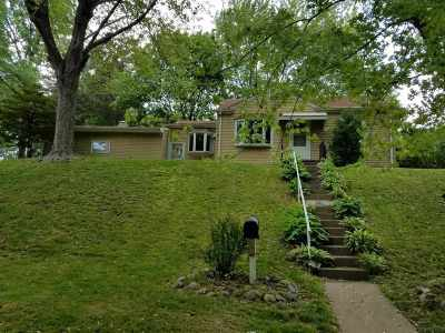 Bettendorf Single Family Home For Sale: 702 25th