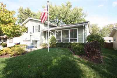 bettendorf Single Family Home For Sale: 2625 Crestview