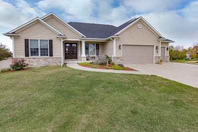 Bettendorf Single Family Home For Sale: 6078 Shawnee