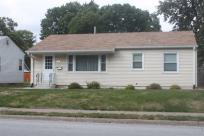 Bettendorf Single Family Home For Sale: 2938 Central