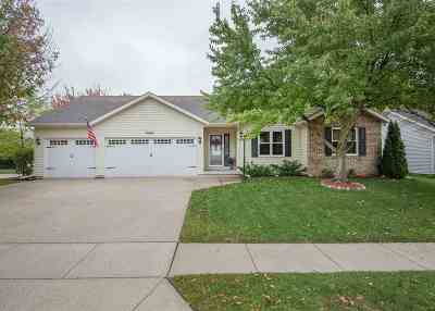 Bettendorf Single Family Home For Sale: 4941 Dove