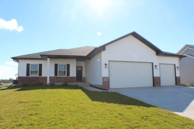 Bettendorf Single Family Home For Sale: 4795 Mason