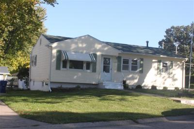 Bettendorf Single Family Home For Sale: 2030 Oak
