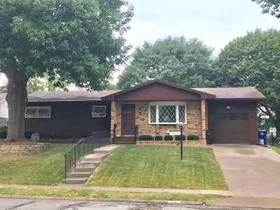 Davenport IA Single Family Home For Sale: $152,500