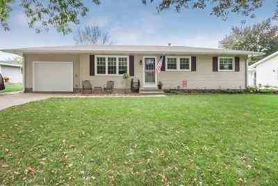 Eldridge Single Family Home For Sale: 204 N 8th