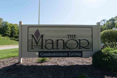 Bettendorf Condo/Townhouse For Sale: 1104 Kimberly