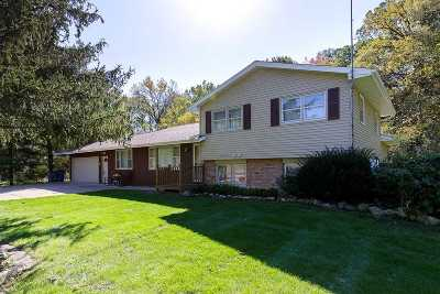 Bettendorf Single Family Home For Sale: 6655 Crow Creek