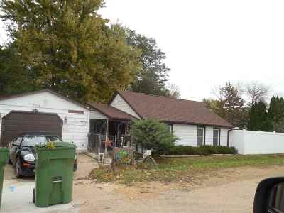 Clinton IA Single Family Home For Sale: $64,900