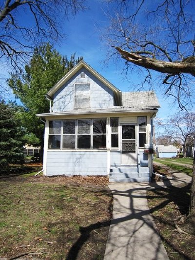 Clinton Single Family Home For Sale: 330 1st