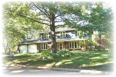 Bettendorf Single Family Home For Sale: 5024 Coachman