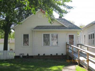 Clinton Single Family Home For Sale: 435 1st