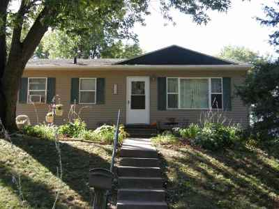 Bettendorf Single Family Home For Sale: 2543 Hawley