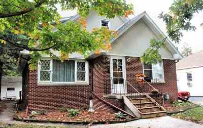 Clinton Single Family Home For Sale: 816 Pershing
