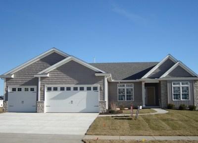 Bettendorf Single Family Home For Sale: 5515 Emily