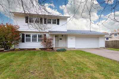 Bettendorf Single Family Home For Sale: 2617 Heather