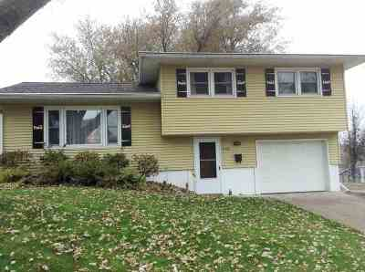 Davenport IA Single Family Home For Sale: $146,000