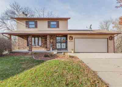 Bettendorf Single Family Home For Sale: 2285 Westberry