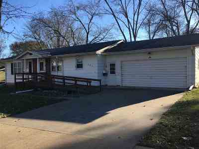 Clinton Single Family Home For Sale: 555 Meadowview