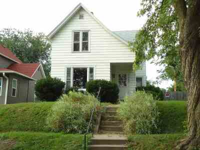 Clinton Single Family Home For Sale: 748 S 14th
