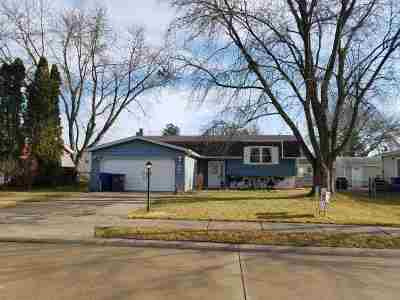 bettendorf Single Family Home For Sale: 3841 Manchester