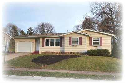 Bettendorf Single Family Home For Sale: 2705 Stafford