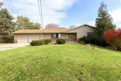 Bettendorf Single Family Home For Sale: 18591 Criswell