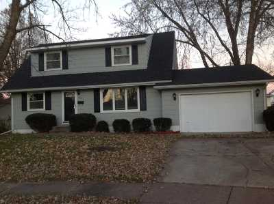 bettendorf Single Family Home For Sale: 4085 Kings