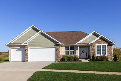 Le Claire Single Family Home For Sale: 10 Blackstone