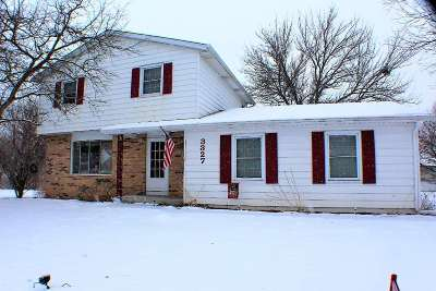 Bettendorf Single Family Home For Sale: 3327 Greenfield