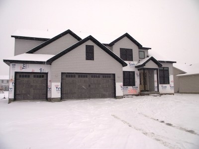 Bettendorf Single Family Home For Sale: 5384 Allison