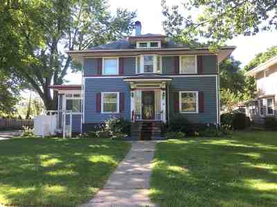 Clinton Single Family Home For Sale: 803 5th Ave S