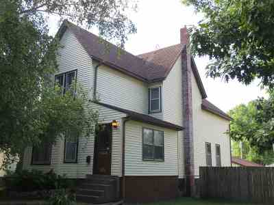 Clinton Single Family Home For Sale: 1075 S 7th