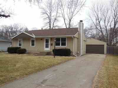 Bettendorf Single Family Home For Sale: 2512 Holly