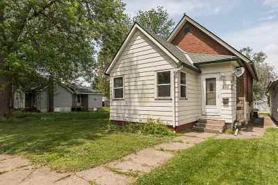 Clinton Single Family Home For Sale: 830 11th Ave S