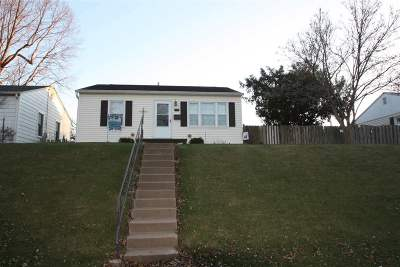 Bettendorf Single Family Home For Sale: 2121 Cody