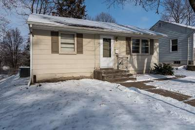 Bettendorf Single Family Home For Sale: 2544 Cody