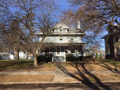 Clinton Single Family Home For Sale: 810 5th Ave S