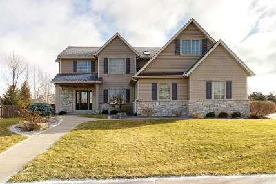 Bettendorf Single Family Home For Sale: 5523 Julie Ann