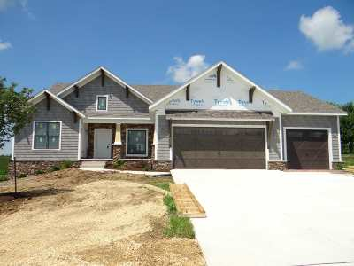Bettendorf Single Family Home For Sale: 3490 Crow Lake