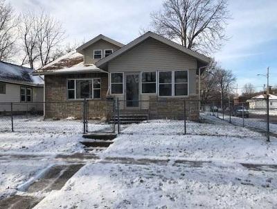 Davenport Single Family Home For Sale: 702 S Dittmer