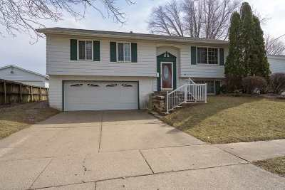 Bettendorf Single Family Home For Sale: 2305 Echodale