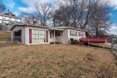 Davenport Single Family Home For Sale: 2230 Telegraph