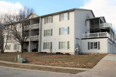 Bettendorf Condo/Townhouse For Sale: 3846 Creek Hill