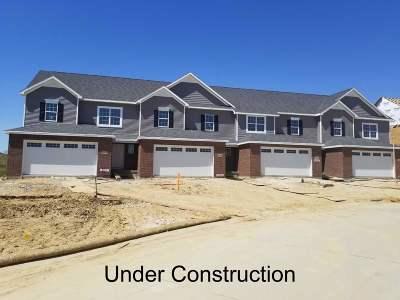 Bettendorf Condo/Townhouse For Sale: 4434 Slate Creek