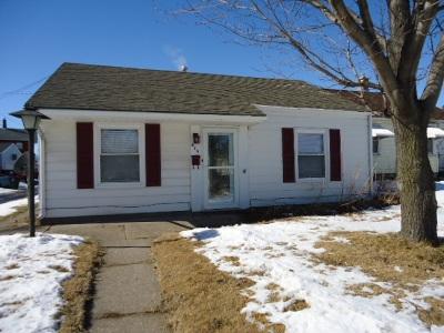 Davenport IA Single Family Home For Sale: $68,900