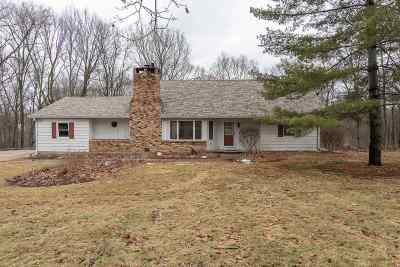 Le Claire Single Family Home For Sale: 27930 Bowker