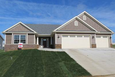 Bettendorf Single Family Home For Sale: 3720 Deckard